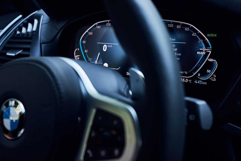 BMW X3 xDrive30e - interiér