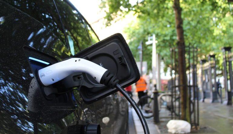 Aké výhody so sebou prináša kúpa elektromobilu?